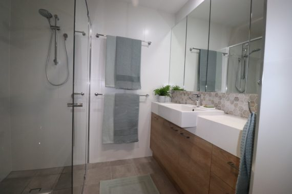 Ken Mckay Homes - ALBANY CREEK BATHROOM